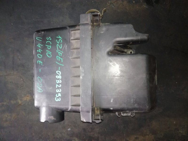 Корпус воздушного фильтра Toyota Vitz SCP13 1SZFE