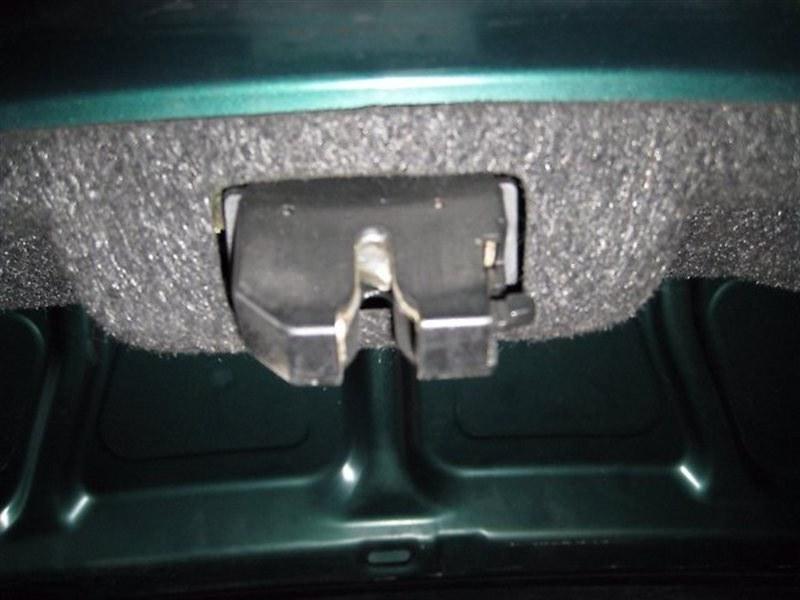 Замок крышки багажника Mazda Capella GFEP
