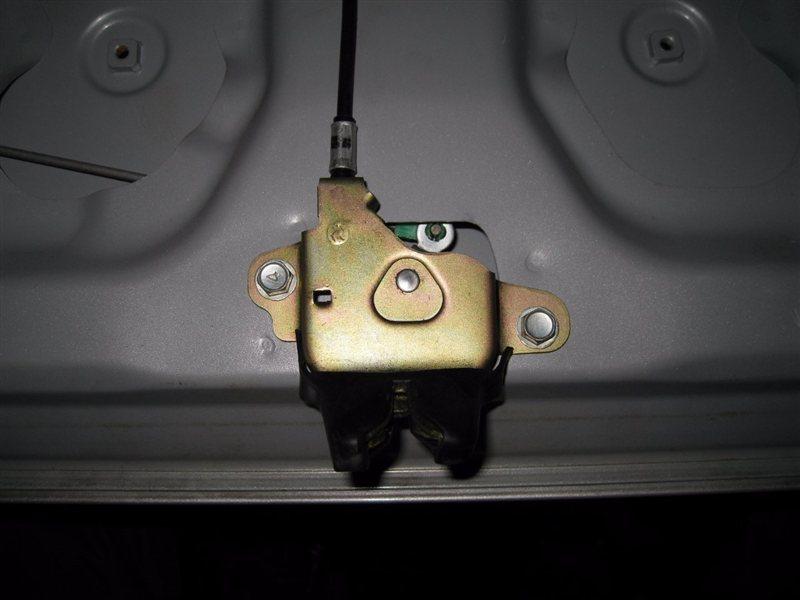 Фото замка багажника тойота