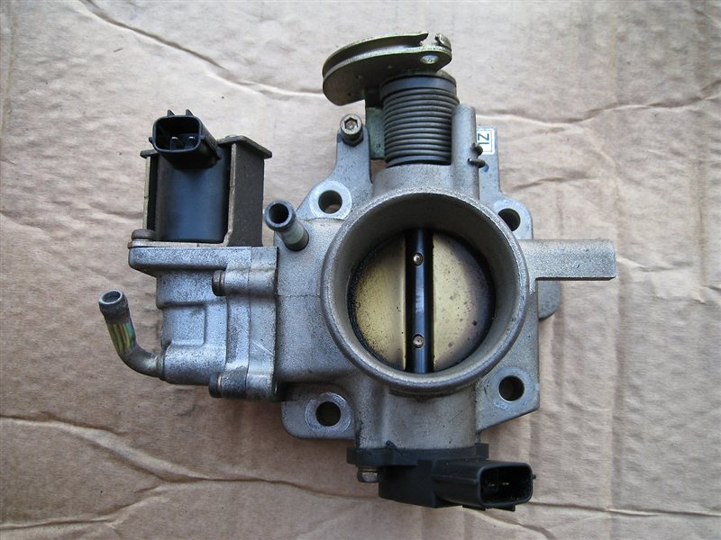 Дроссельная заслонка Mazda 323 BJ5P ZLDE