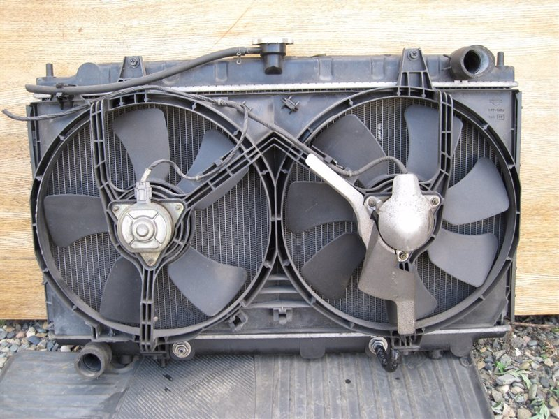 Радиатор двс Nissan Bluebird EU14 SR18DE
