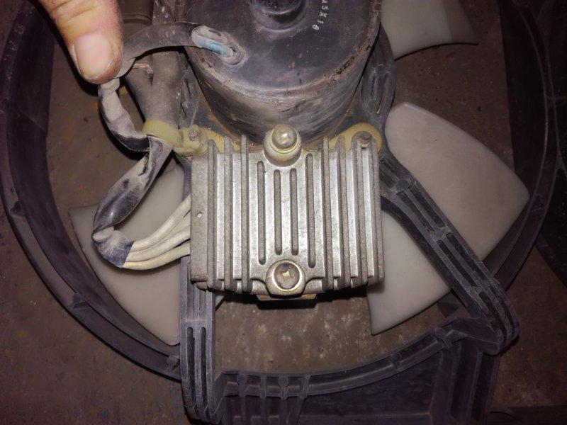 Реле вентилятора Nissan Vanette Serena VVJC23 CD20T