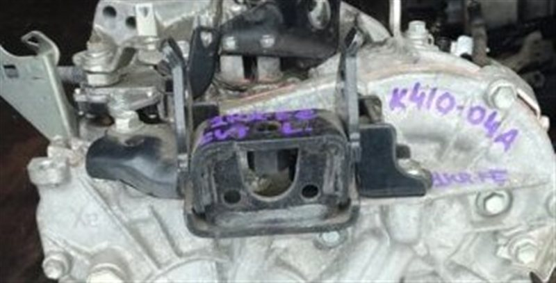 Кронштейн Toyota Belta KSP92 1KRFE левый