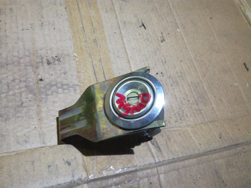 Кнопка крышки багажника Mazda Demio DW3W B3 задняя