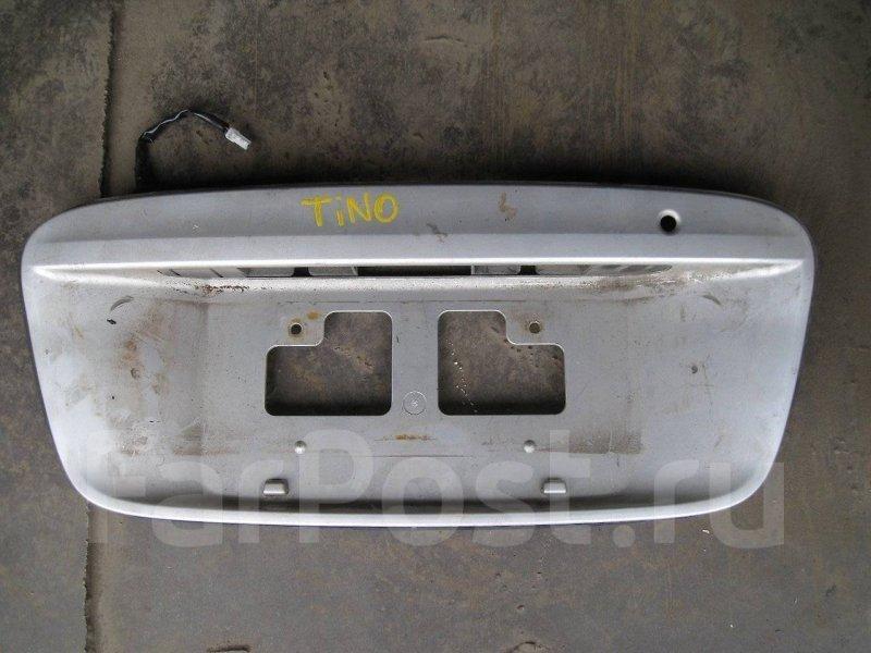 Накладка на дверь багажника Nissan Tino HV10 QG18DE