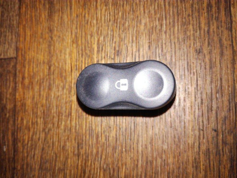 Кнопка центрального замка Renault Sandero Stepway