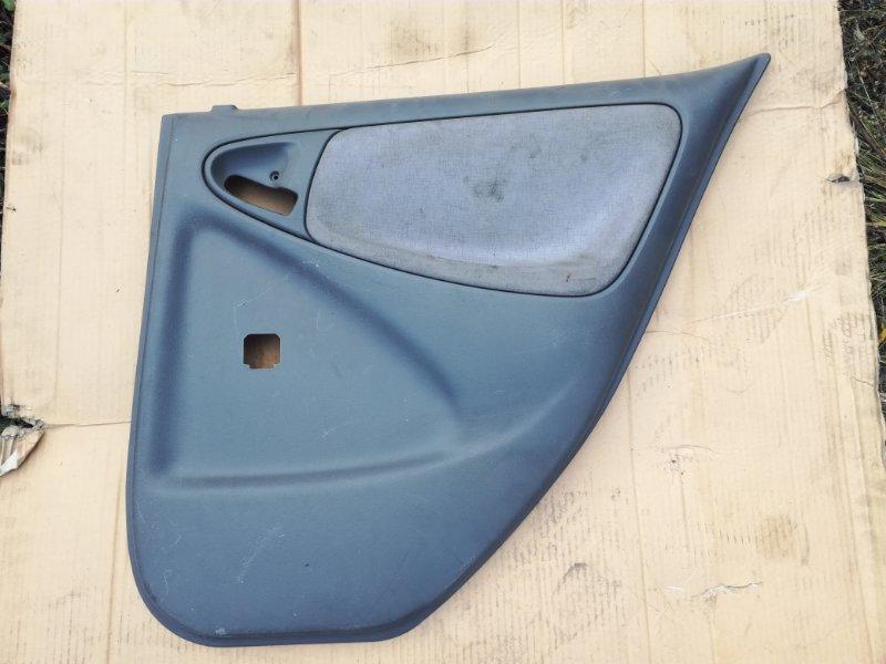 Обшивка двери Toyota Echo NCP13 1NZFE задняя правая