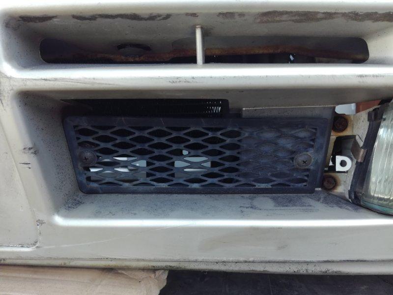 Решетка в бампер Nissan Laurel GC34 RB20DE передняя левая