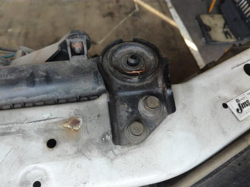Крепление радиатора Mitsubishi Aspire EA1A 4G64
