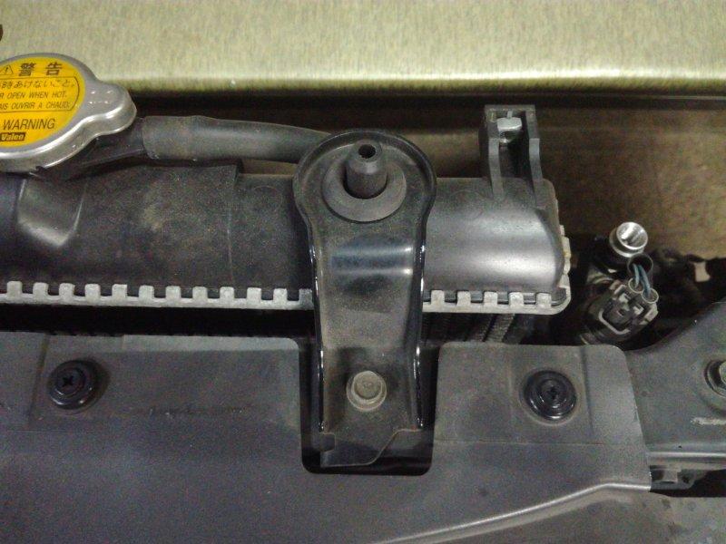 Крепление радиатора Daihatsu Terios J100G