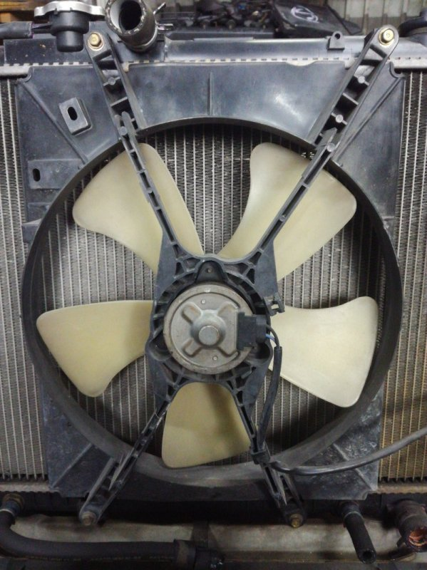 Вентилятор радиатора Daihatsu Terios J100G