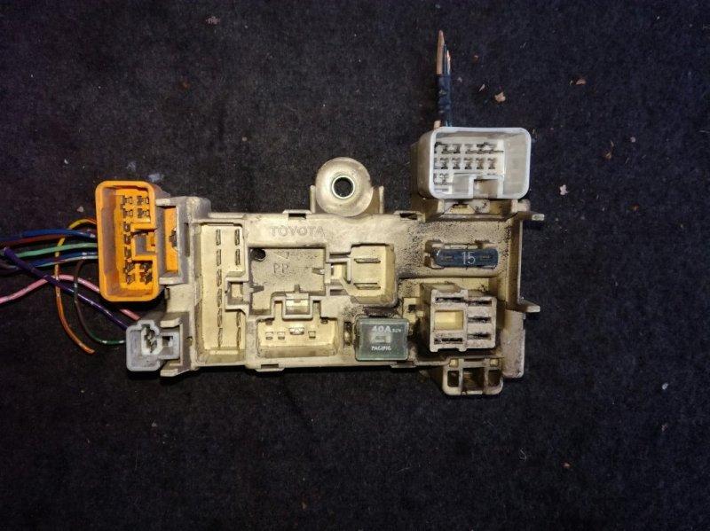 Блок предохранителей Toyota Corolla AE100 2C передний левый