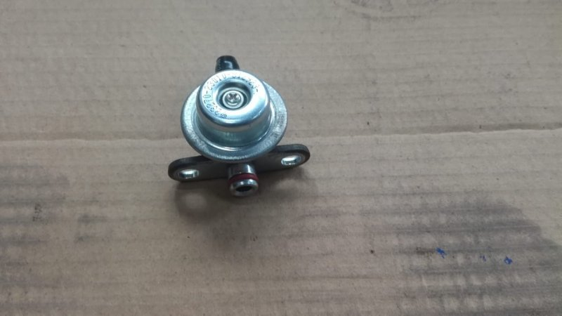 Регулятор давления топлива Toyota Belta SCP92 2SZFE