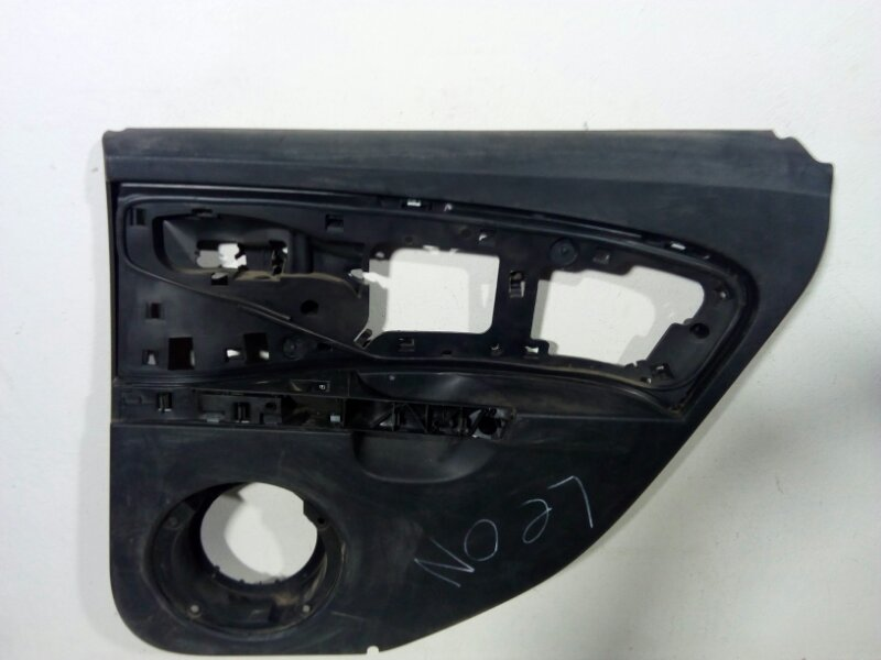 Обшивка двери задней правой Seat Leon 1P1 2005 задняя правая 1P08672121UQ (б/у)