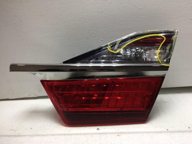 Фонарь задний внутренний правый Toyota Camry 50 V55 2011> задний 8158133270 (б/у)