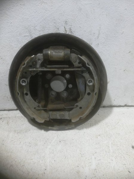 Тормозной барабан Volkswagen Polo задний левый (б/у)