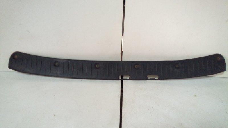 Накладка (кузов внутри) Lada Largus R90 2011> 8200415767 (б/у)