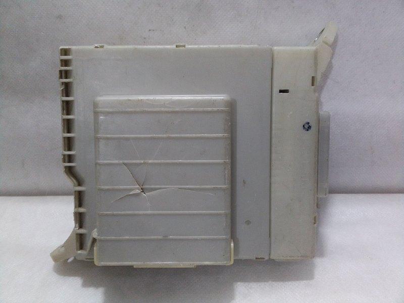 Блок предохранителей Lexus Is XE20 2005 8273053022 (б/у)