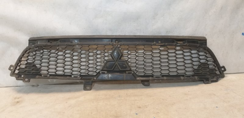 Решетка радиатора Mitsubishi Outlander 2 6402A198 (б/у)