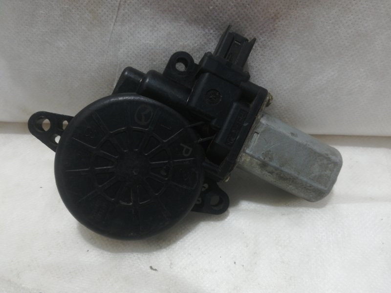 Мотор стеклоподъемника Mazda Cx-5 передний правый D01G5858XB (б/у)