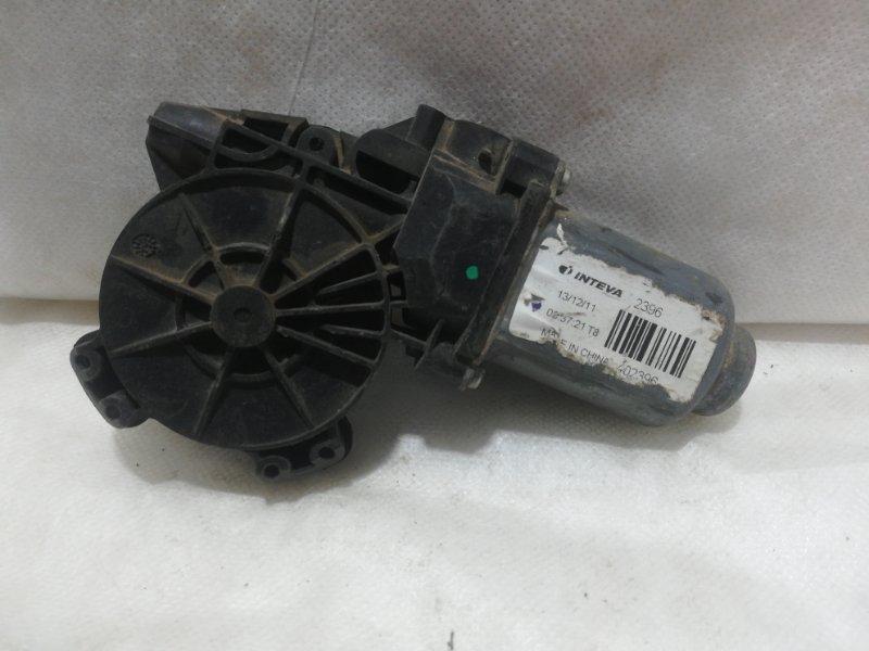 Мотор стеклоподъемника Kia Rio 3 QB правый 824600U000 (б/у)