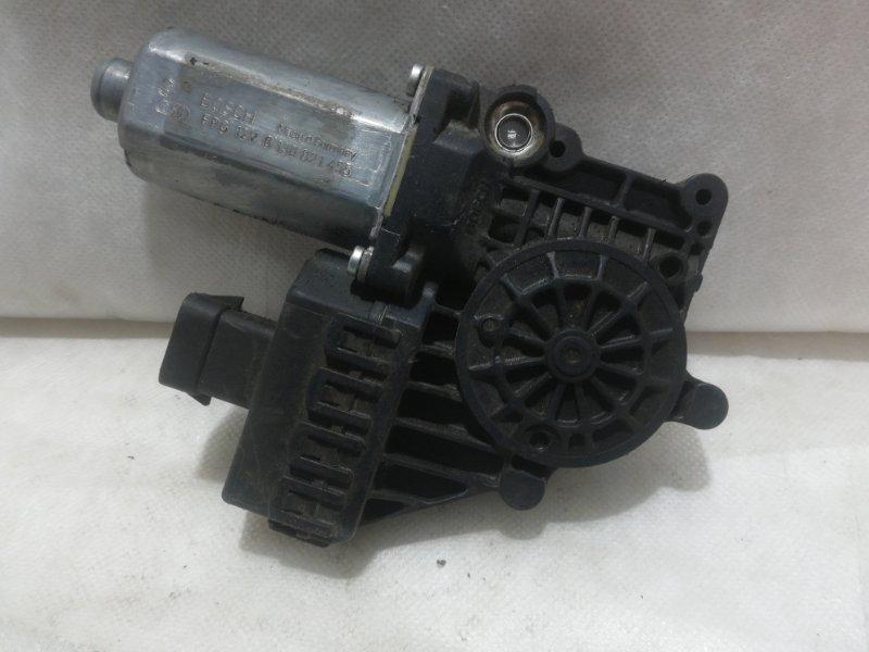 Мотор стеклоподъемника Opel Astra H L48 2005 передний правый 13101481 (б/у)