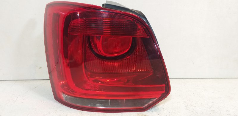 Фонарь задний левый Volkswagen Polo Hb задний левый 6R0945095AH (б/у)