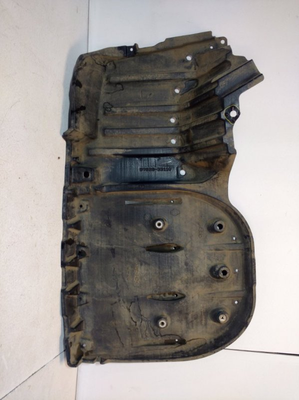 Пыльник бампера Toyota Camry 70 задний левый (б/у)