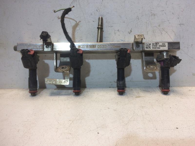 Рейка топливная (рампа) Chevrolet Cobalt T250 1.5 2011 96985671 (б/у)