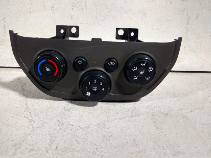 Блок управления климатической установкой Chevrolet Cobalt T250 2012 94756850 (б/у)