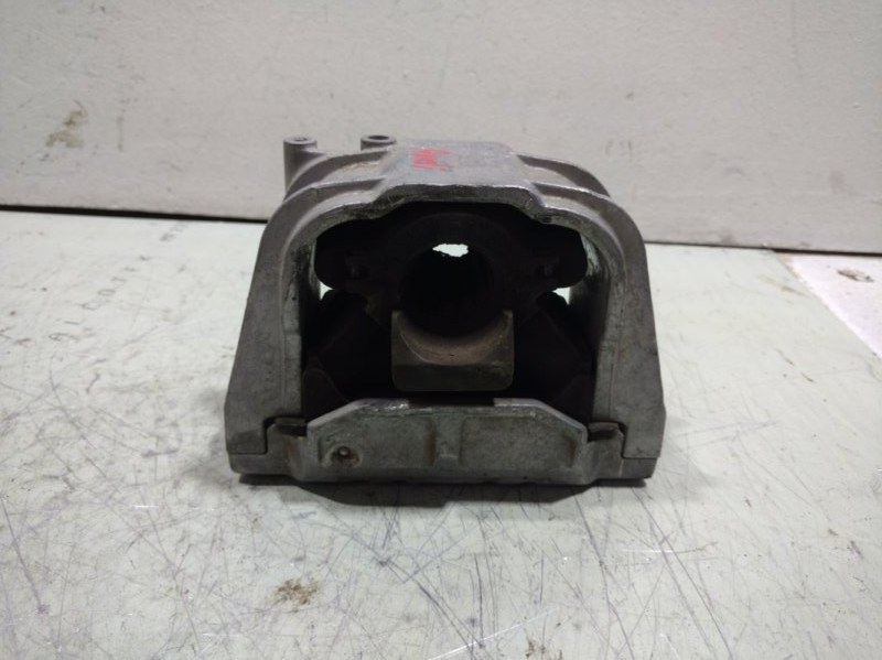 Подушка двигателя Audi A3 передняя правая 1K0199262 (б/у)
