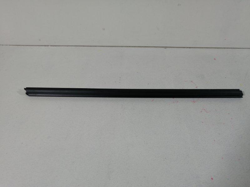 Уплотнитель двери передний левой Bmw X3 F25 3.0 (N52B30AF) 2011 (б/у)
