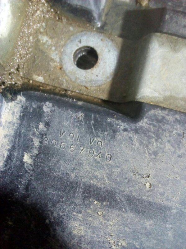 Крепление акб (корпус/подставка) Volvo C30 (б/у)