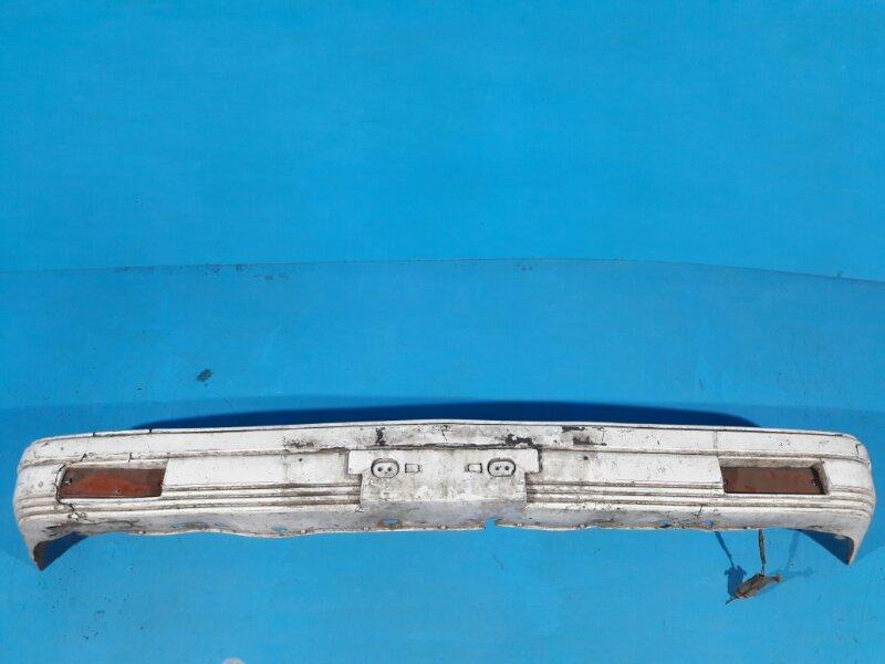 Бампер Nissan Bluebird U11 CA18 передний