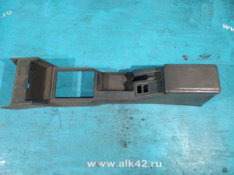 Консоль между сидений Nissan Bluebird U11 CA18