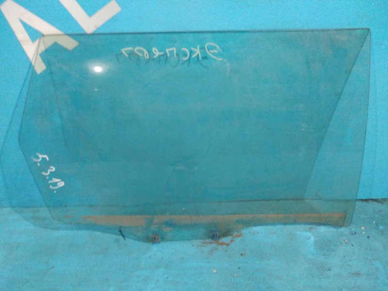 Стекло двери Nissan Expert VNW11 QG18-DE 2001г заднее правое