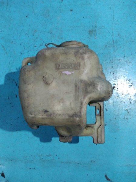 Бачок омывателя Nissan Bluebird U11 CA18