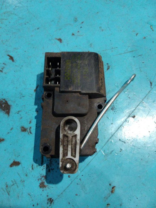 Моторчик привода заслонок печки Kia Sportage JA FE 2000г