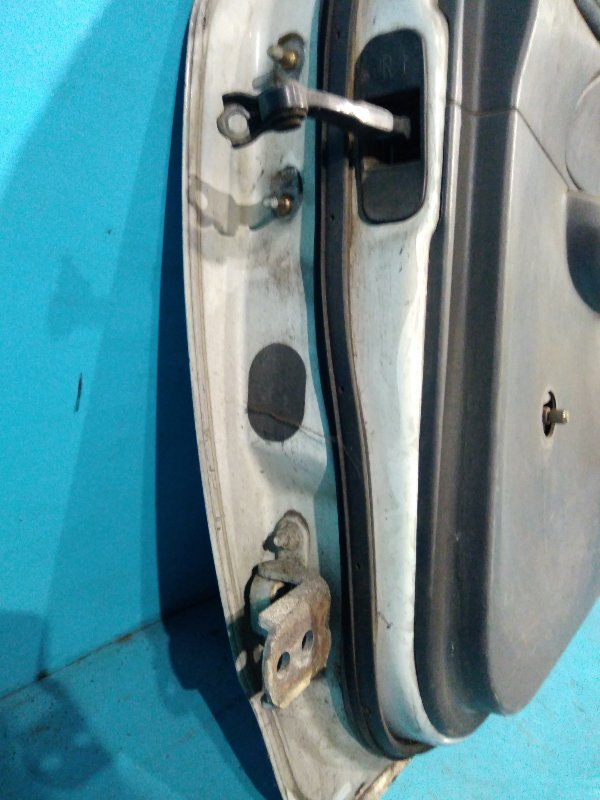 Шарнир двери Nissan Ad VEY11 YD22 задний правый