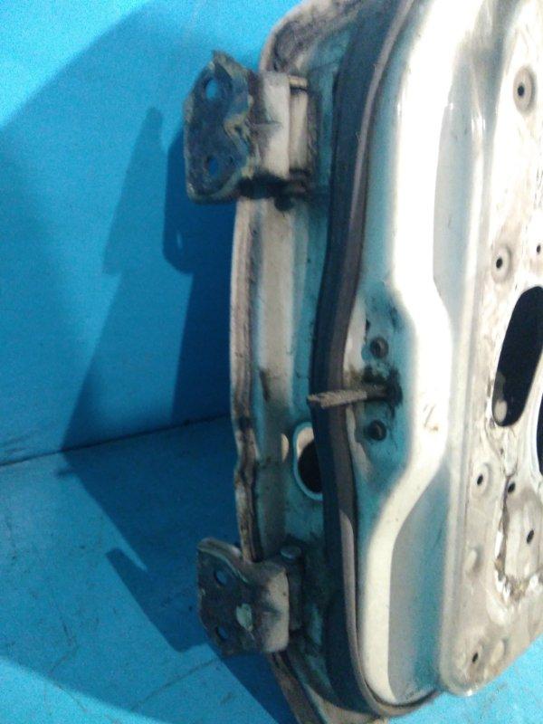 Шарнир двери Nissan Bluebird U11 CA18 передний правый
