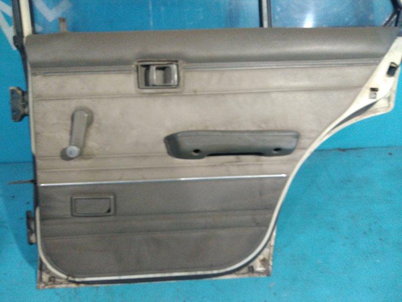 Обшивка двери Nissan Bluebird U11 CA18 задняя правая