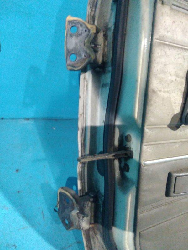 Шарнир двери Nissan Bluebird U11 CA18 задний правый