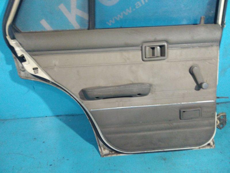 Обшивка двери Nissan Bluebird U11 CA18 задняя левая