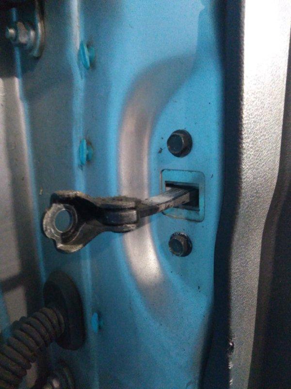 Ограничитель двери Nissan Wingroad JY12 MR18DE 2007г передний правый