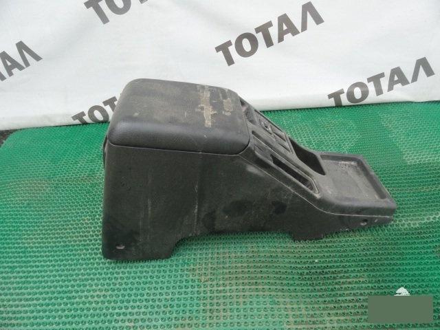 Бардачок между сиденьями Isuzu Vehicross UGS25 6VD1 (б/у)