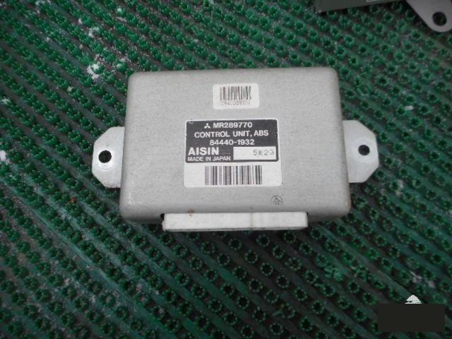 Блок управления abs Mitsubishi Pajero Junior H57A 4A31 (б/у)
