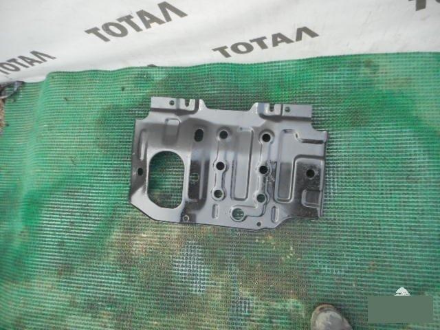 Защита двигателя Mazda Proceed Marvie UVL6R WLT (б/у)