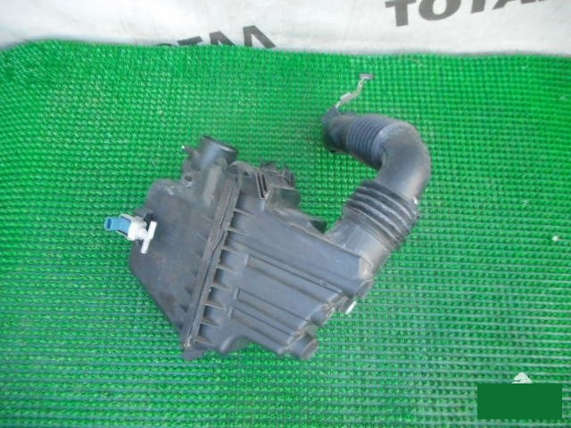 Корпус воздушного фильтра Toyota Sienta NCP81 1NZFE 2005 (б/у)