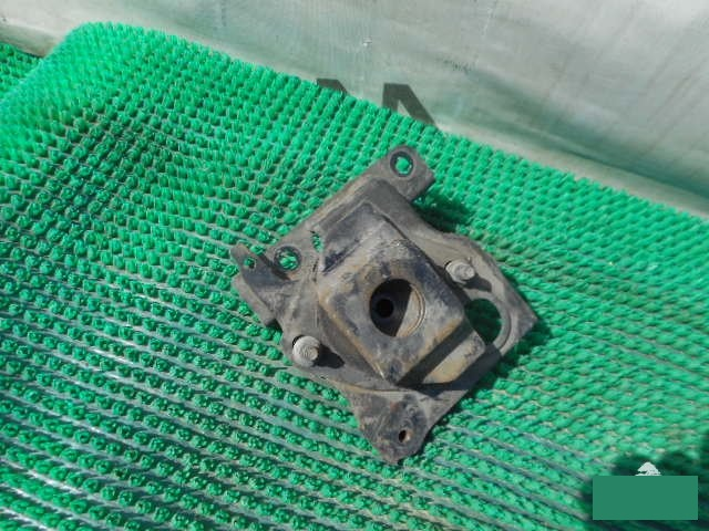 Подушка кпп Toyota Prius NHW20 1NZFXE (б/у)