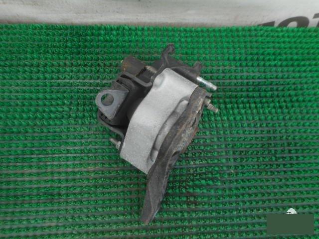 Подушка двигателя Toyota Prius NHW20 1NZFXE правая (б/у)
